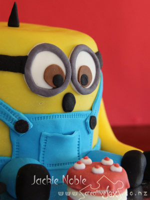 2013_Sept_Minion_cake